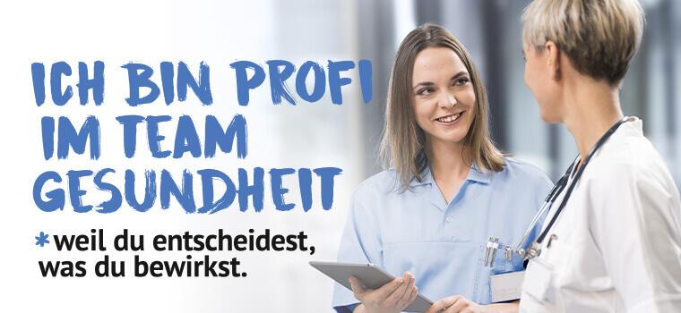 Ich bin Profi im Team Gesundheit - eine Krankenpflegerin steht lächelnd mit einem Tablet in der Hand links gegenüber einer Ärztin.